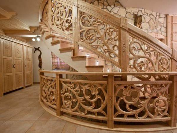 Купить комплектующие для лестниц из дерева в СПб