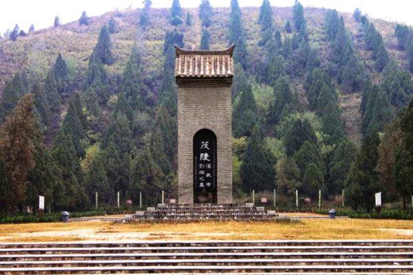 Китайские пирамиды Мавзолей Маолин