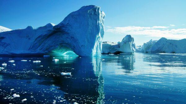Кроме того, соленая вода разбавляется таянием ледников