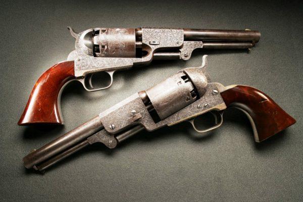 На иллюстрации изображены револьверы великого семейства «Colt Dragoon»
