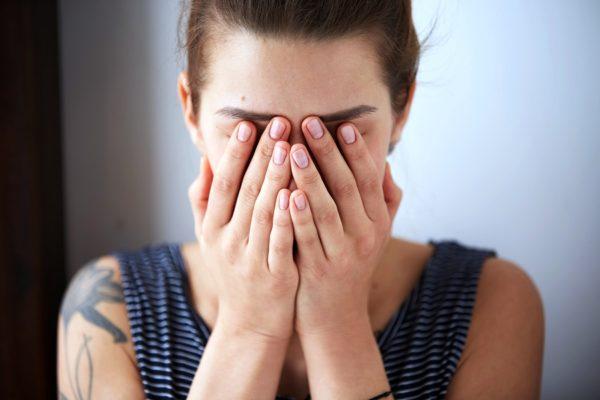 Мы испытываем боль от чужих слов только тогда, когда осознанно или бессознательно соглашаемся с говорящим, задумайтесь над этим