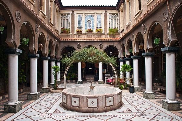 Внутренний дворик с фонтаном