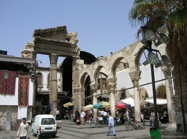 Главный вход в Старый базар