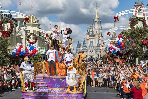 Парад в Диснейленде в Париже