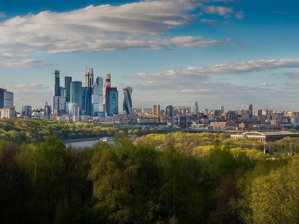 Вид на Москва-Сити с Воробьевых гор