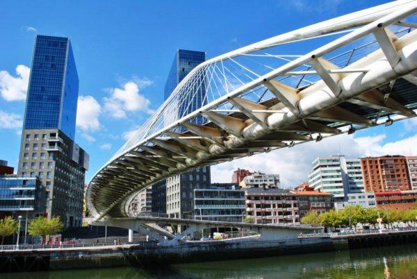 Современный Бильбао – главный морской порт и промышленный центр Испании.