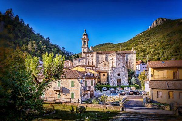 В Пьемонте понравится ценителям итальянской архитектуры и любителям горнолыжных курортов