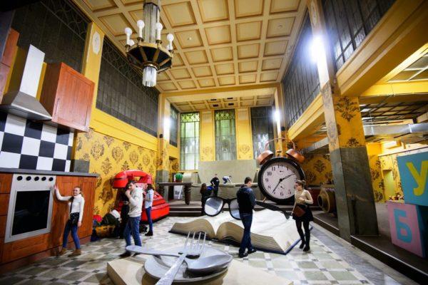 Комната великана в центре развлечений на Большой