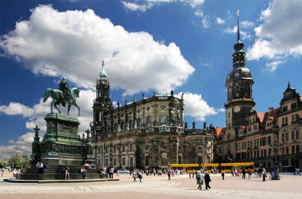 Берлин, достопримечательности которого заслуживают внимание без исключения, имеет визитные карточки – самые посещаемые туристические объекты и маршруты