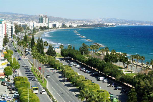Лимассол - один из самых шумных и веселых городов Кипра, расположенный между Курионом, Аматусом, Пафосом и Айя-Напой