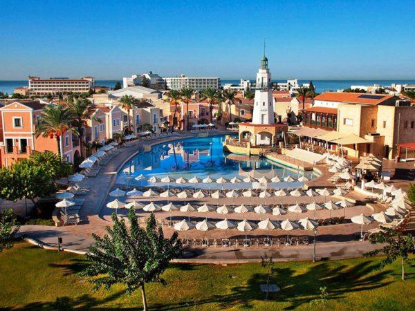 Пятизвездочные отели, современные пляжи, дорогие рестораны – маленькая часть того, что предлагает отдыхающим Пафос