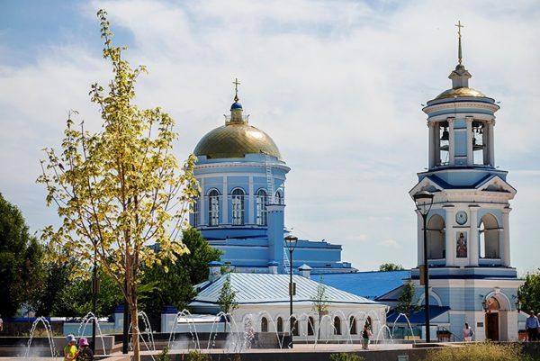 Покровский собор – первая деревянная церковь в городе, построенная в 17 веке. В советское время в здании были разные учреждения, в том числе музей