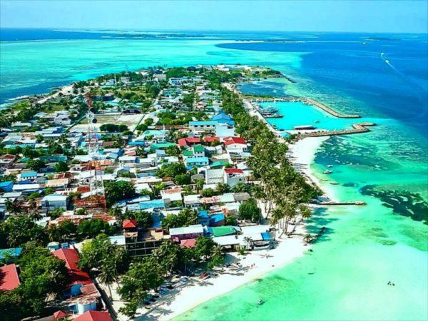 Центральным является остров Маафуши.