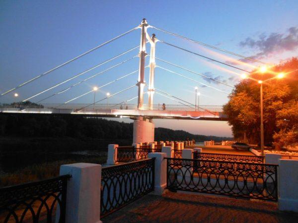 Кроме всего прочего, жители и гости города имеют возможность прогуляться вечером или ночью по набережной и подышать свежим воздухом