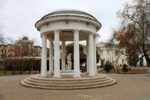 Беседка-ротонда в парке имени Ленина