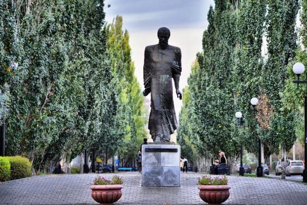 Памятник Федору Достоевскому