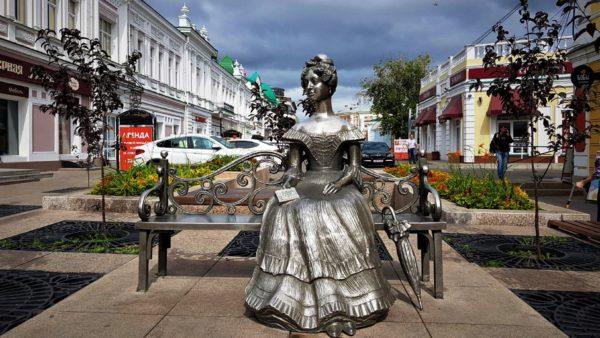 Статуя Любы - самая популярная достопримечательность Омска