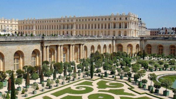 Версальский дворец - Дворцово-парковый ансамбль в парижском пригороде, знаменитая резиденция французских монархов
