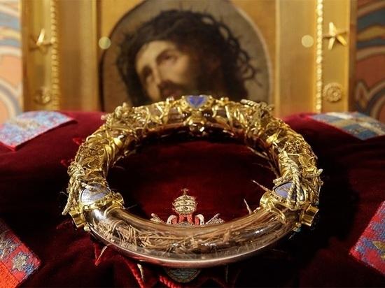 Основная ценность Нотр-Дама - Терновый венец Иисуса Христа. Эта реликвия хранится в храме с 1239 г