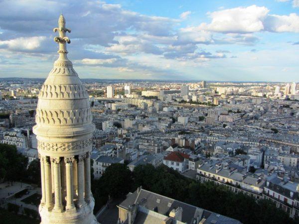 С холма Монмартр открывается прекрасный вид на Париж