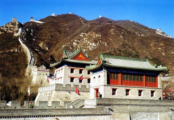 Великая Китайская стена – древний памятник и символ могущества Китайской империи, доступный для человеческого взора уже 2,5 тыс. лет