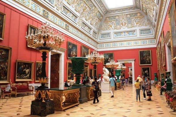 В постсоветский период Эрмитаж стал функционировать, как картинная галерея, на постоянной основе