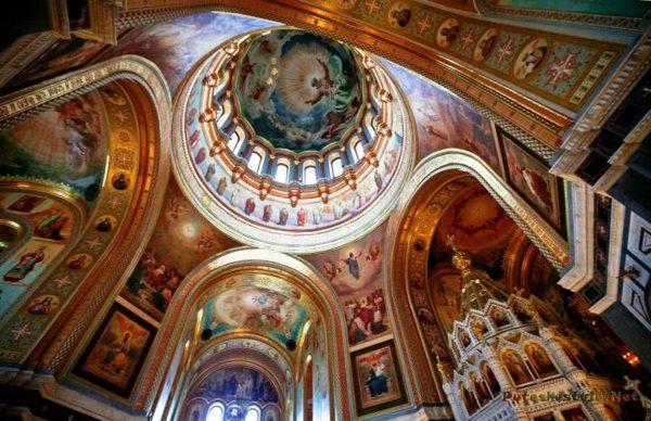 Для украшения убранства храма использовали итальянский мрамор
