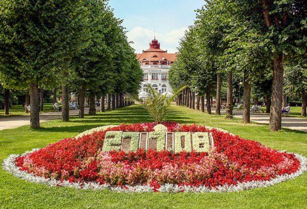 Сады Сметаны – жемчужина Карловых Вар и одна из главных достопримечательностей курорта, отражающая суть города и его историю