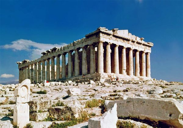 Парфенон - наиболее известный памятник античной архитектуры