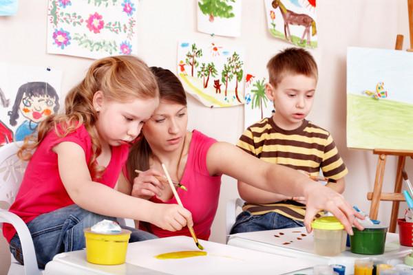 depositphotos_5736748-stock-photo-children-painting-with-teacher