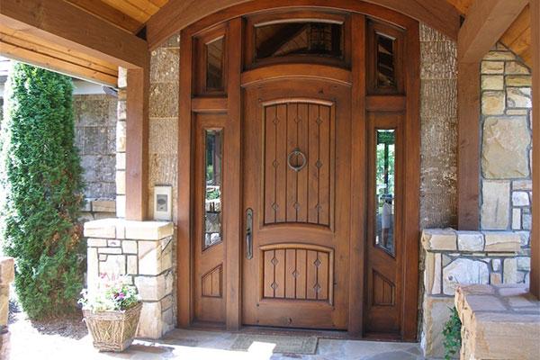 характеристики деревянных входных дверей