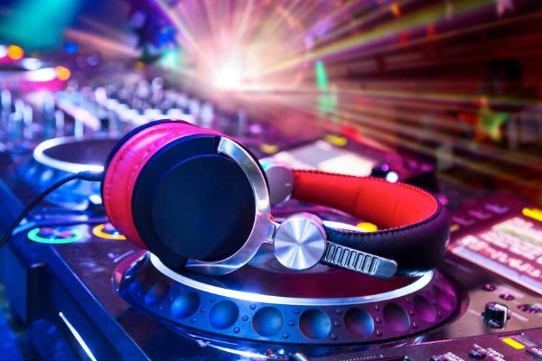 Какую музыку выбрать для разного вида вечеринок